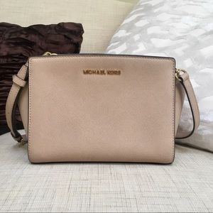 Micheal Kors Selma Messenger Bag